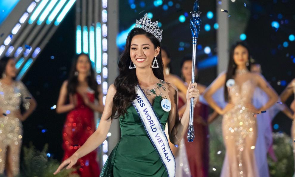 Hoa hậu Lương Thùy Linh: 'Mẹ khen tôi đẹp nhất đêm chung kết'