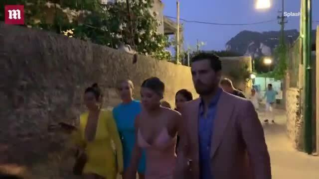 Gia đình Kardashian - Jenner đi ăn tối ở Capri