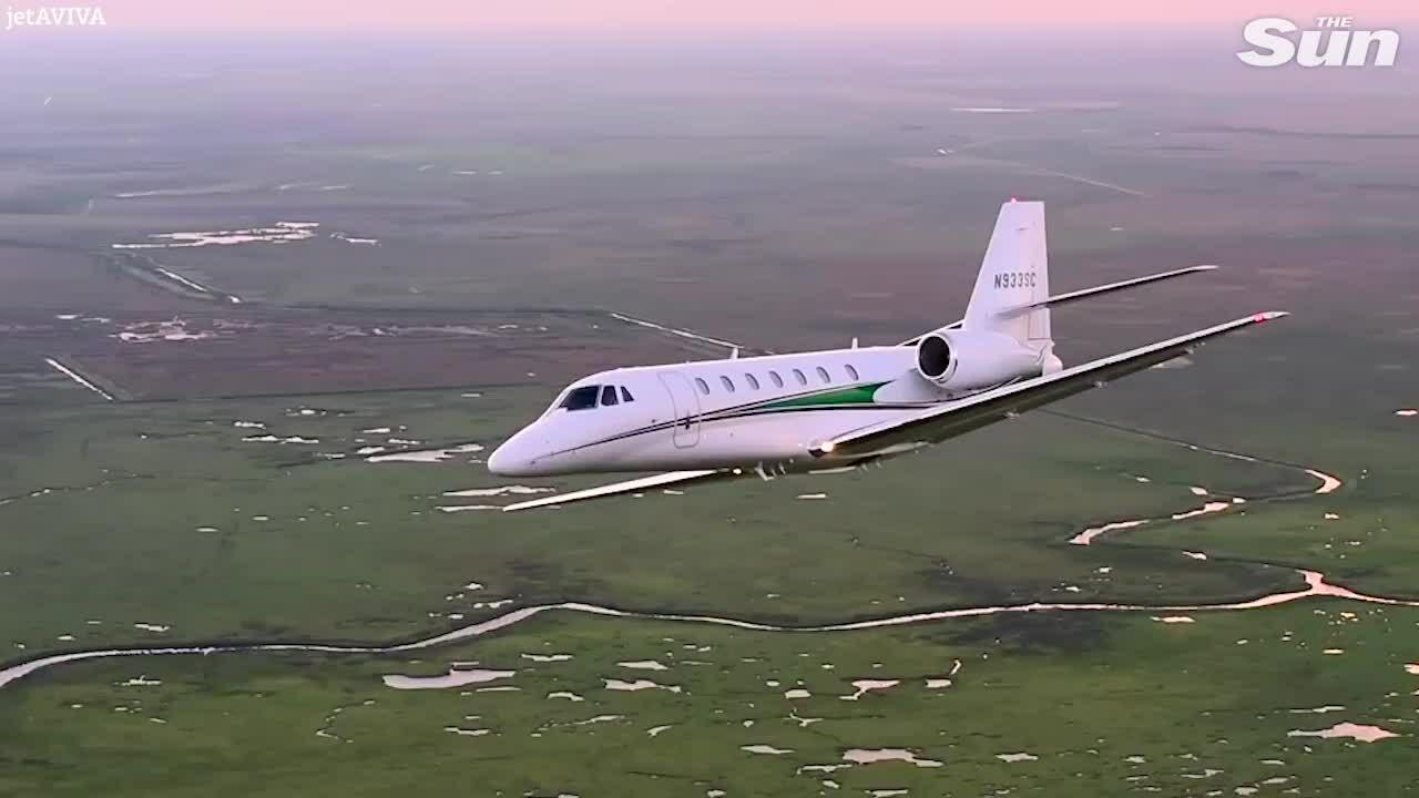 Bên trong chiếc phi cơ riêng chở nhà Meghan đi Pháp