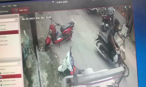 Xe máy khóa cổ vẫn bị trộm trong chưa đầy 20 giây