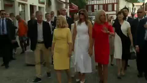 Brigitte Macron đưa các phu nhân G7 đi tham quan