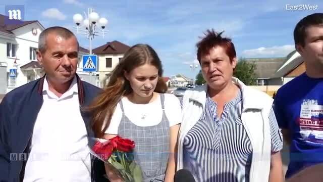 Cô gái đoàn tụ với bố mẹ sau 20 năm bị lạc trên một chuyến tàu