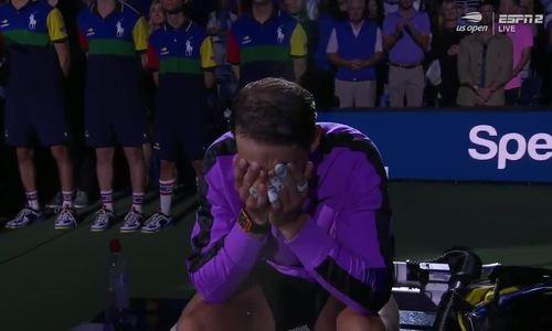 Nadal khóc khi được vinh danh