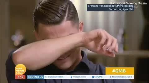 C. Ronaldo khóc khi nói về bố