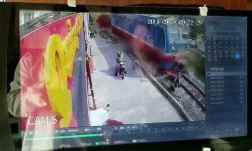 Bị tàu hỏa tông chết vì cố vượt đường sắt
