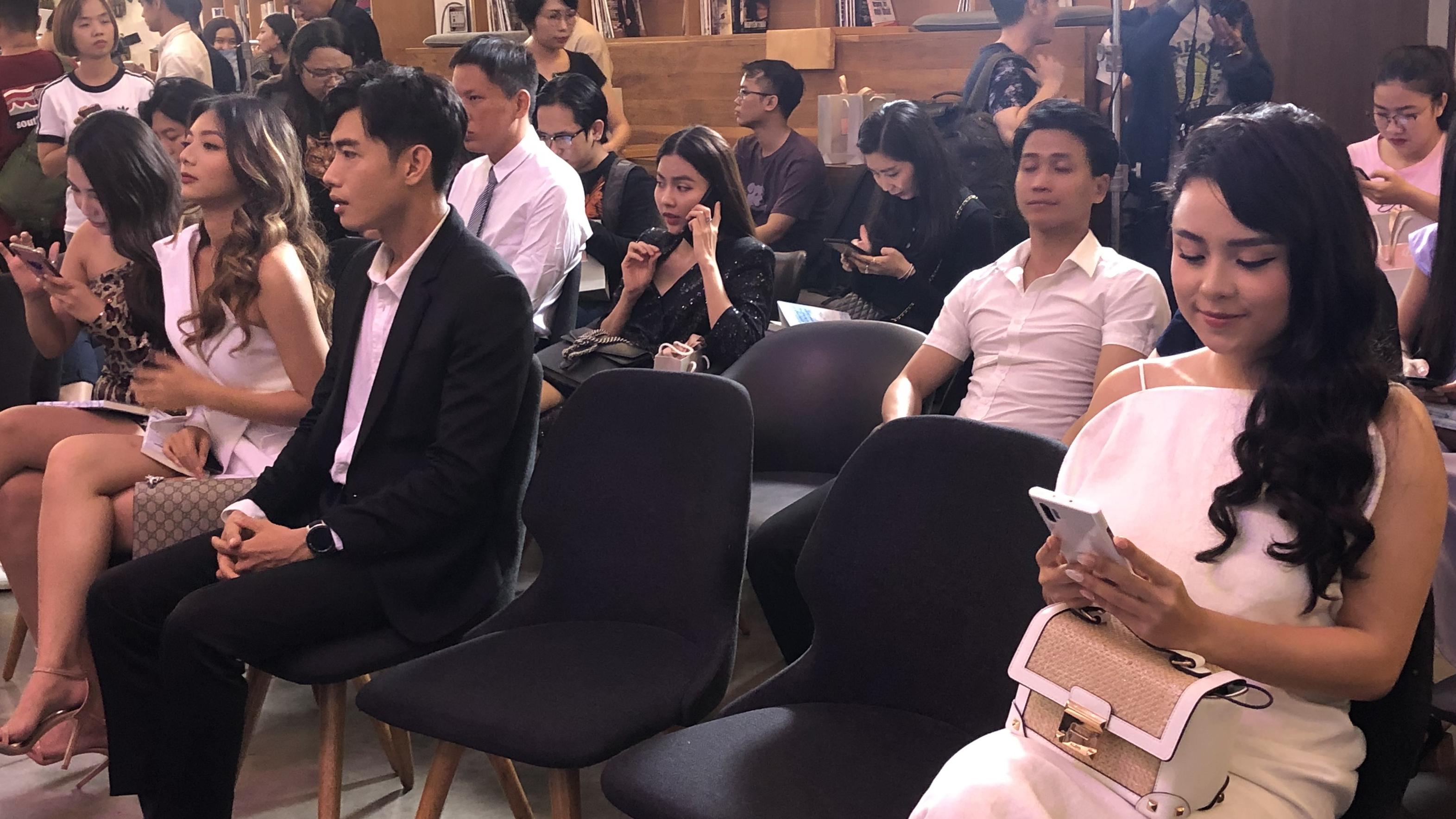 Thái Trinh lơ Quang Đăng ở event