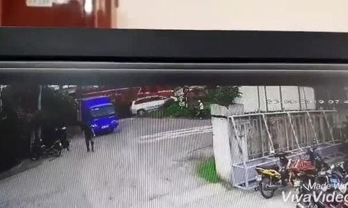 Ôtô 7 chỗ bị tàu hoả húc văng ở Phú Yên