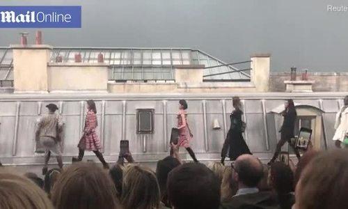 Marie Benoliel lao lên sàn diễn Chanel