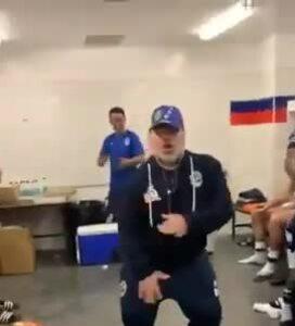 Maradona nhảy trong phòng thay đồ