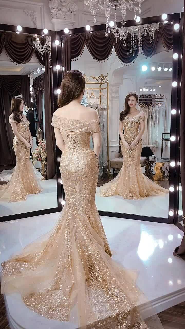 Claret Giang Lê diện váy cưới vàng đồng