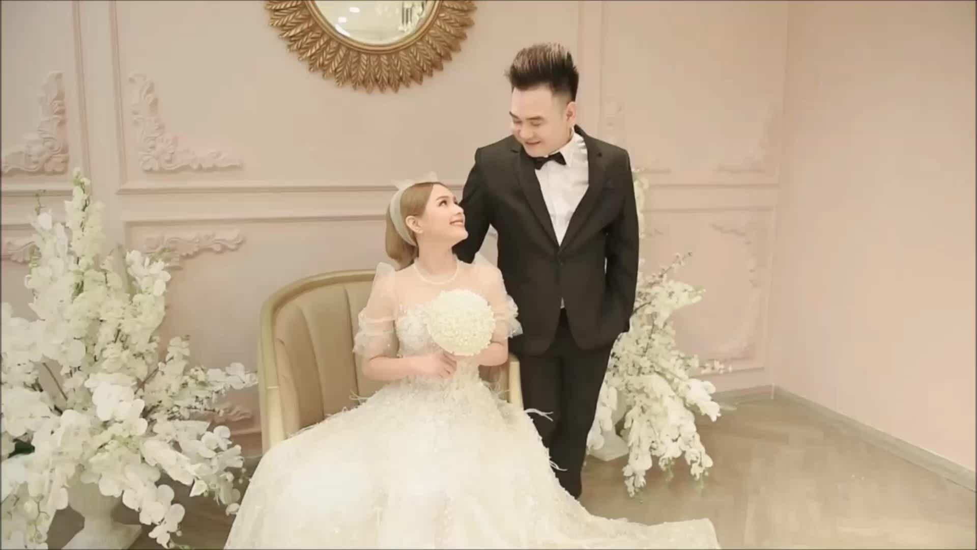 Cô dâu của Xemesis diện 2 váy cưới 175 triệu đồng