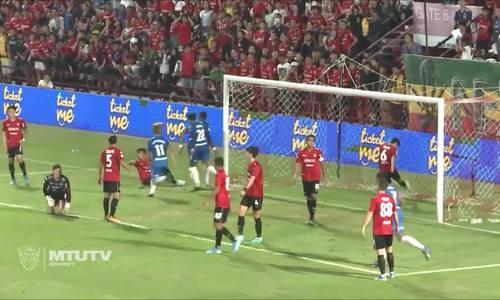 Văn Lâm mắc sai lầm trận gặp Chonburi