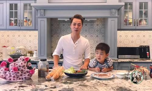 Đăng Khôi hướng dẫn con trai 4 tuổi nấu ăn tặng mẹ
