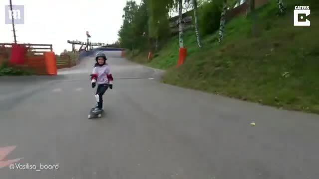 Bé gái 6 tuổi vô địch trượt ván