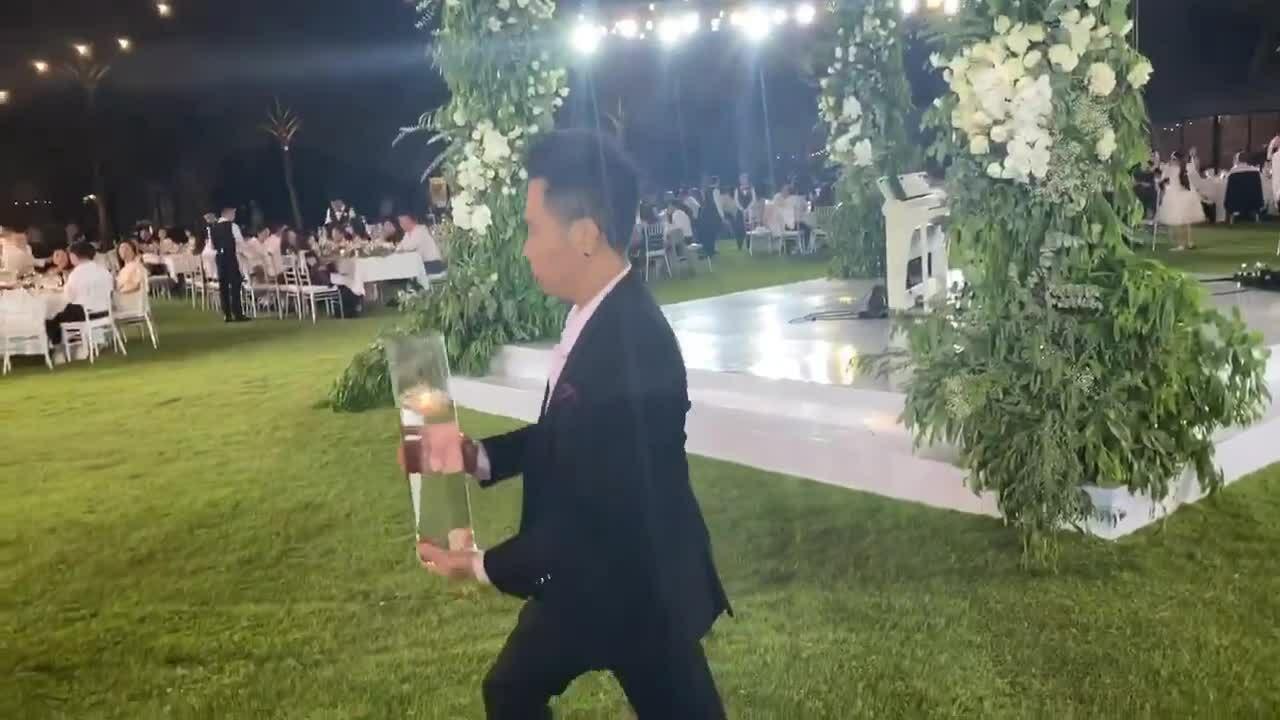 Dàn sao quậy tưng trong đám cưới Đông Nhi - Ông Cao Thắng