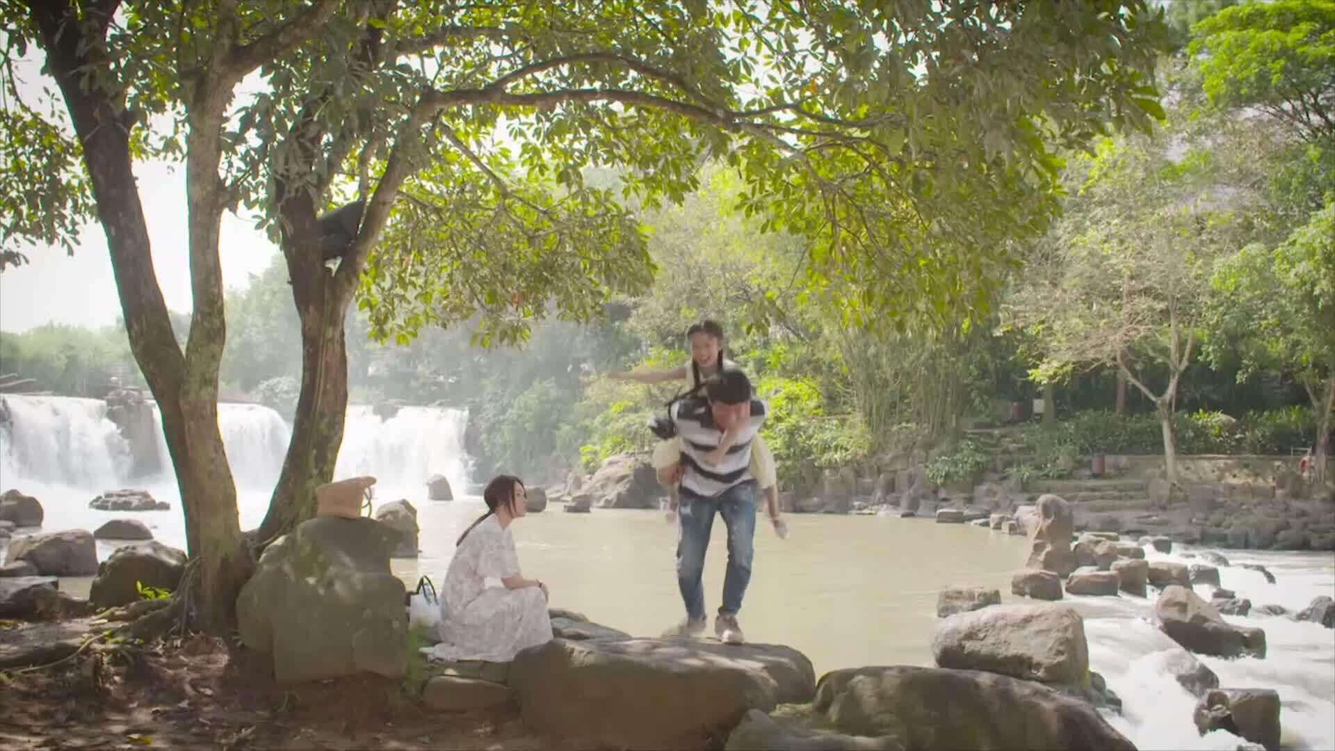 Trailer phim Tiệm ăn dì ghẻ