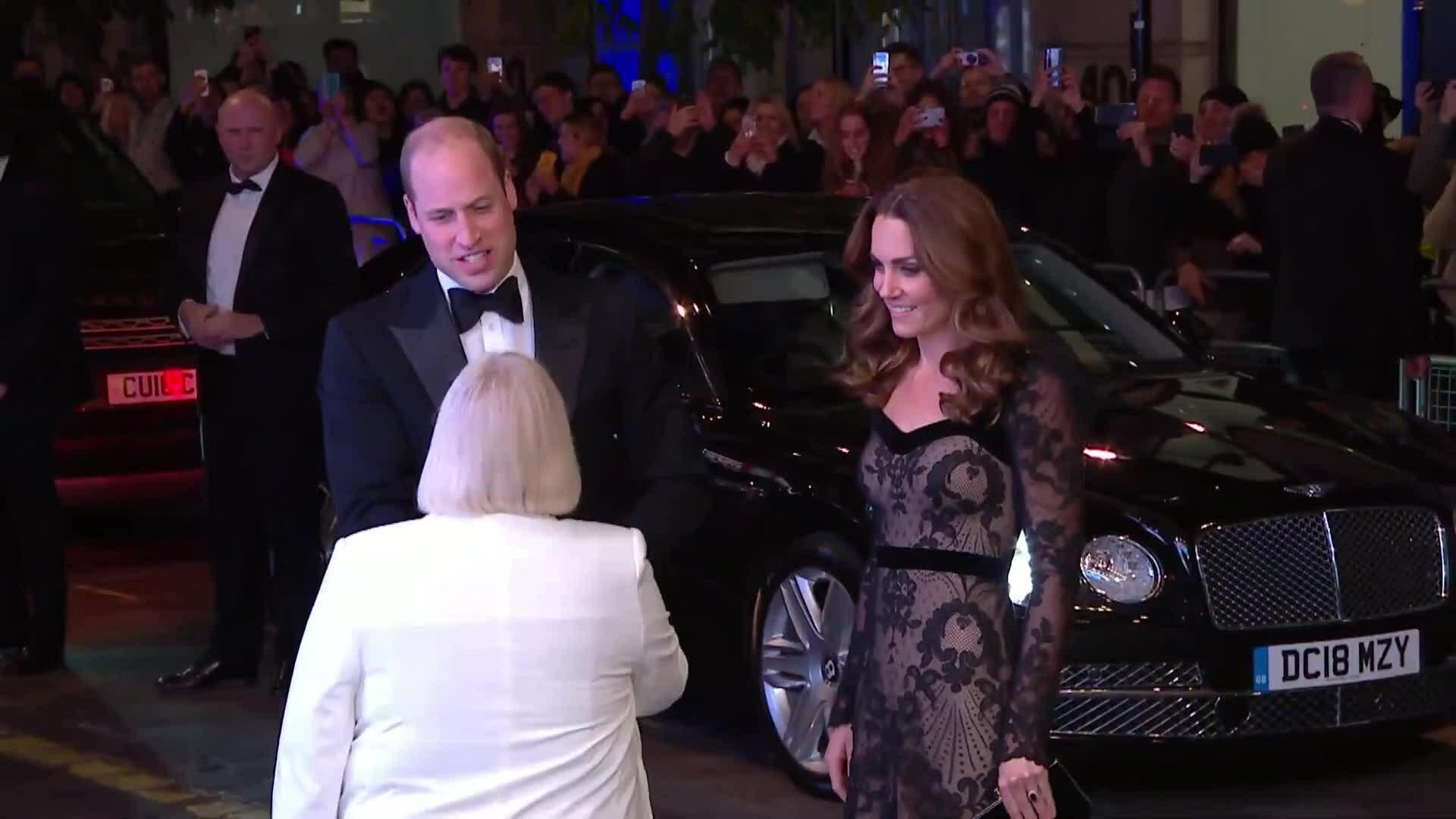 Kate - William 'dính như sam' khi dự sự kiện