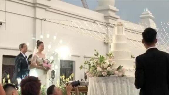Tiệc cưới Á hậu Hoàng Oanh