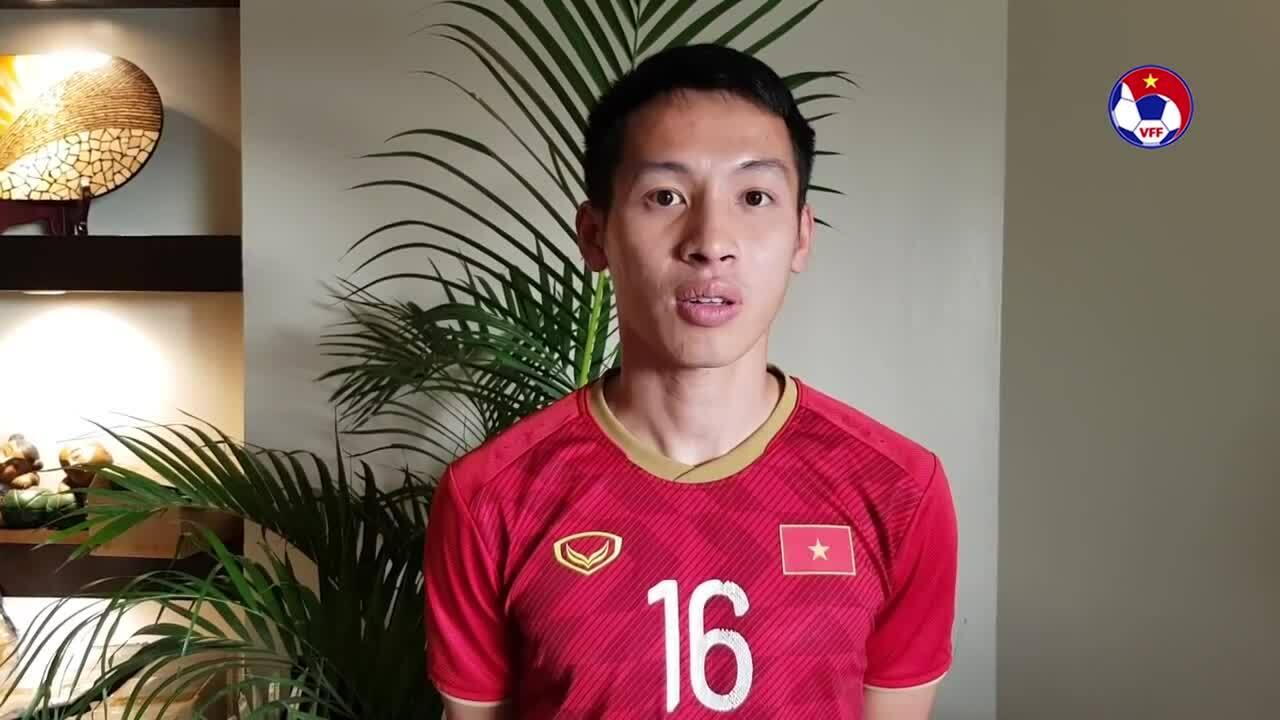 U22 Việt Nam chúc mừng tuyển nữ giành HC vàng SEA Games
