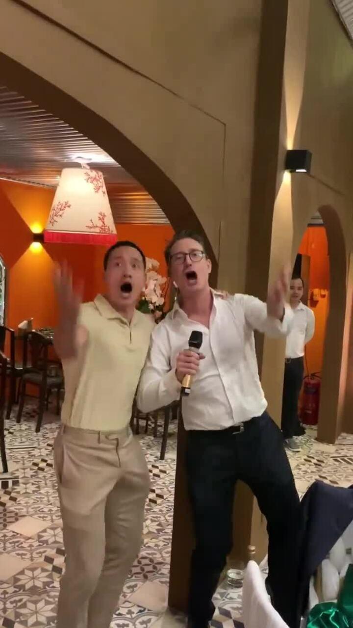 Kim Lý và chồng Đoan Trang hát tặng sinh nhật Lý Quí Khánh