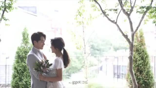 Ảnh cưới của em trai Kim Tae Hee