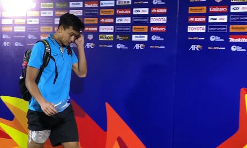 Nhiều cầu thủ U23 chườm đá lạnh sau trận UAE