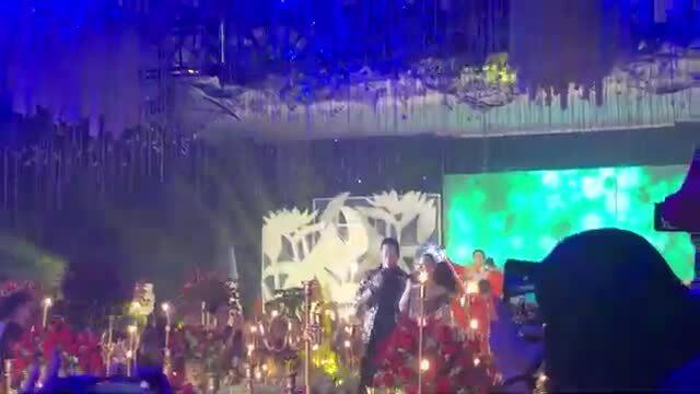 Lâm Khánh Chi song ca cùng Mạnh Đồng
