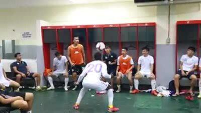 Cầu thủ Hà Nội FC khoe tài phồi hợp đánh đầu