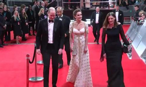 Kate diện váy '8 năm tuổi' tới thảm đỏ BAFTA