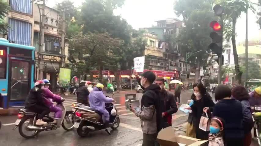 Khắc Việt phát khẩu trang