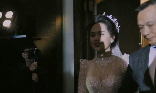 Bố vợ nghẹn ngào khi trao con gái cho Duy Mạnh