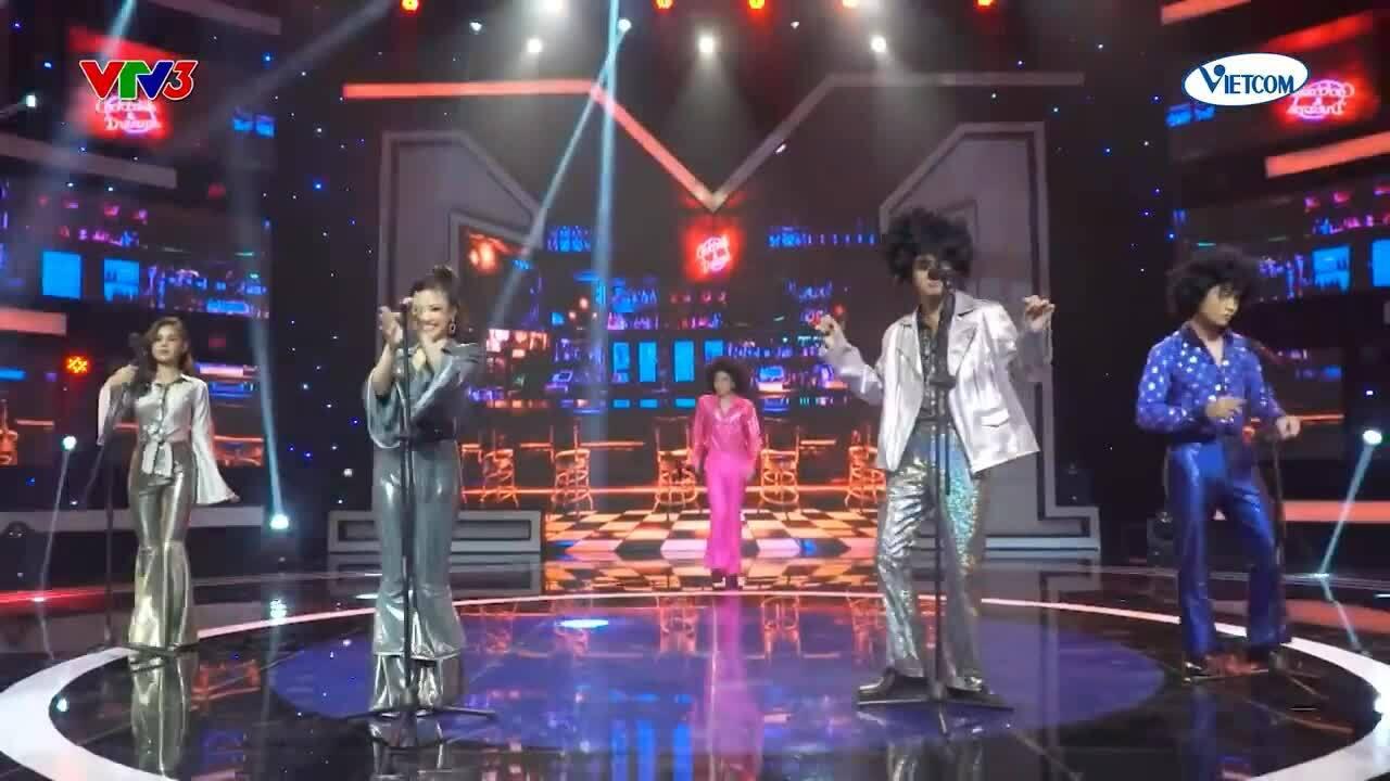 Dương Hoàng Yến hát 'Thật bất ngờ' cùng học trò