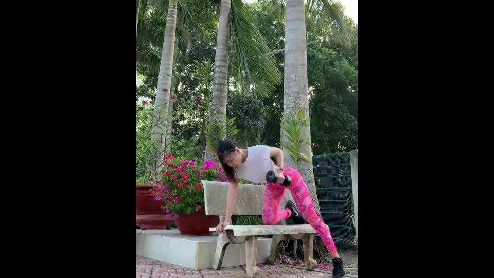 Bạn gái Văn Lâm tập luyện để 'thời gian trôi nhanh'