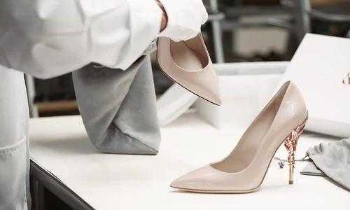 Quá trình sản xuất mẫu giày Ralph & Russo tinh xảo