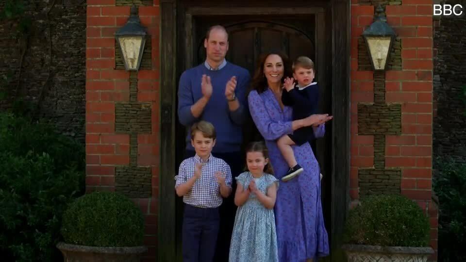 Nhà Kate vỗ tay cổ vũ đội ngũ chống dịch ở Anh