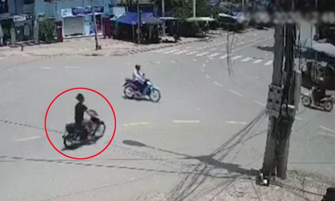 Gây tai nạn liên hoàn vì vượt đèn đỏ