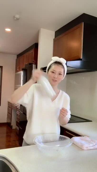 52 tuổi, mẹ Nhật Bản giữ da căng bóng nhờ nước vo gạo