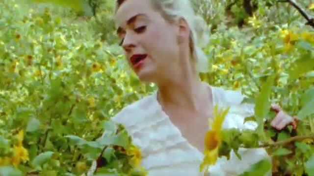 "MV ""Daisies"" của Katy Perry"