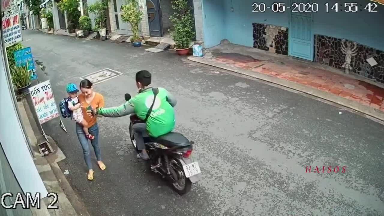 Bị cướp điện thoại khi Facetime ngoài đường
