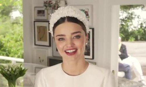 Miranda Kerr khoe hậu trường trang điểm, diện váy cưới