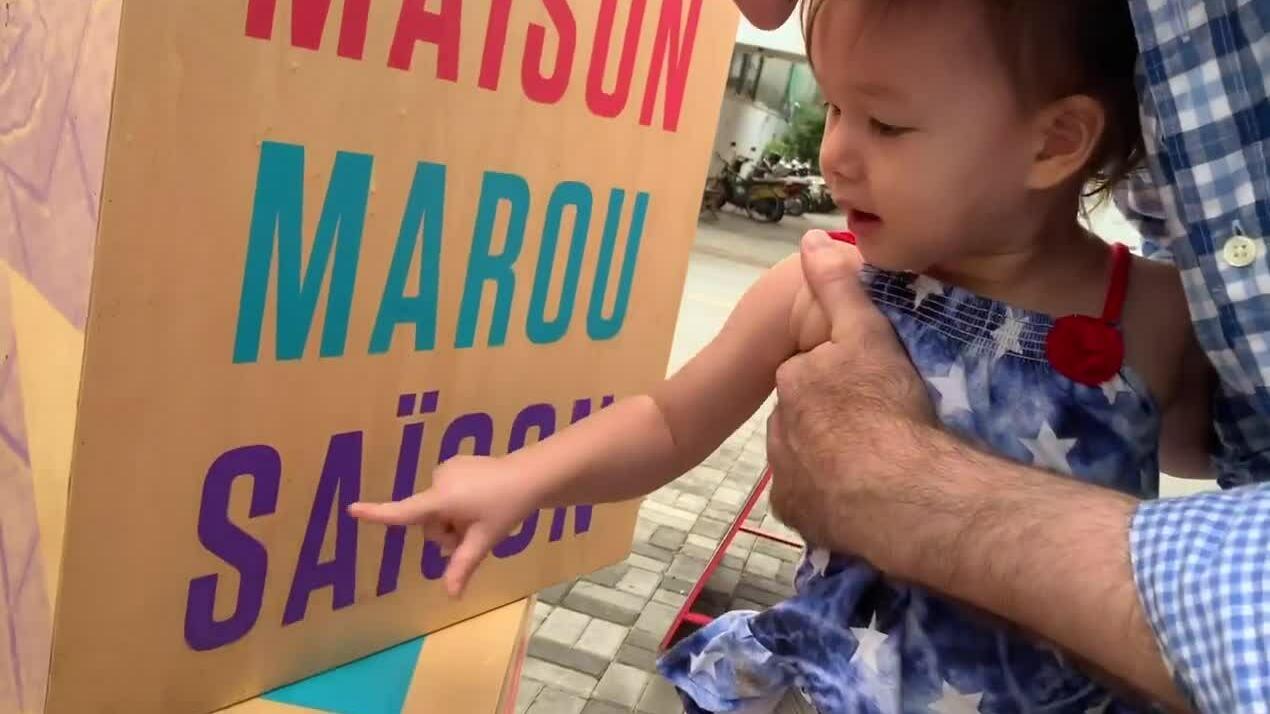 Con gái hai tuổi của Lan Phương đọc chữ cái vanh vách