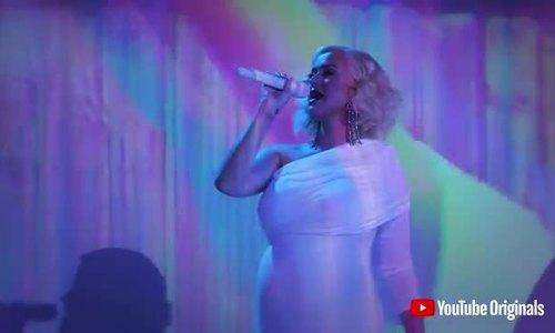 Bầu 9 tháng, Katy Perry vẫn diễn sung