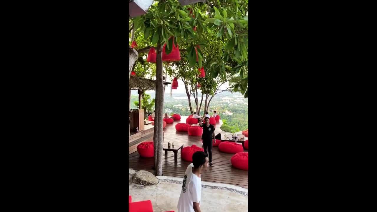Văn Lâm thư giãn trong resort giữa rừng ở Thái Lan
