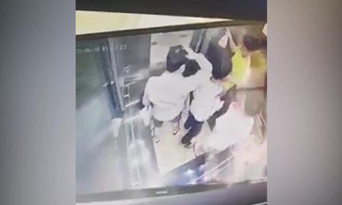 Người đàn ông đánh cậu bé trong thang máy