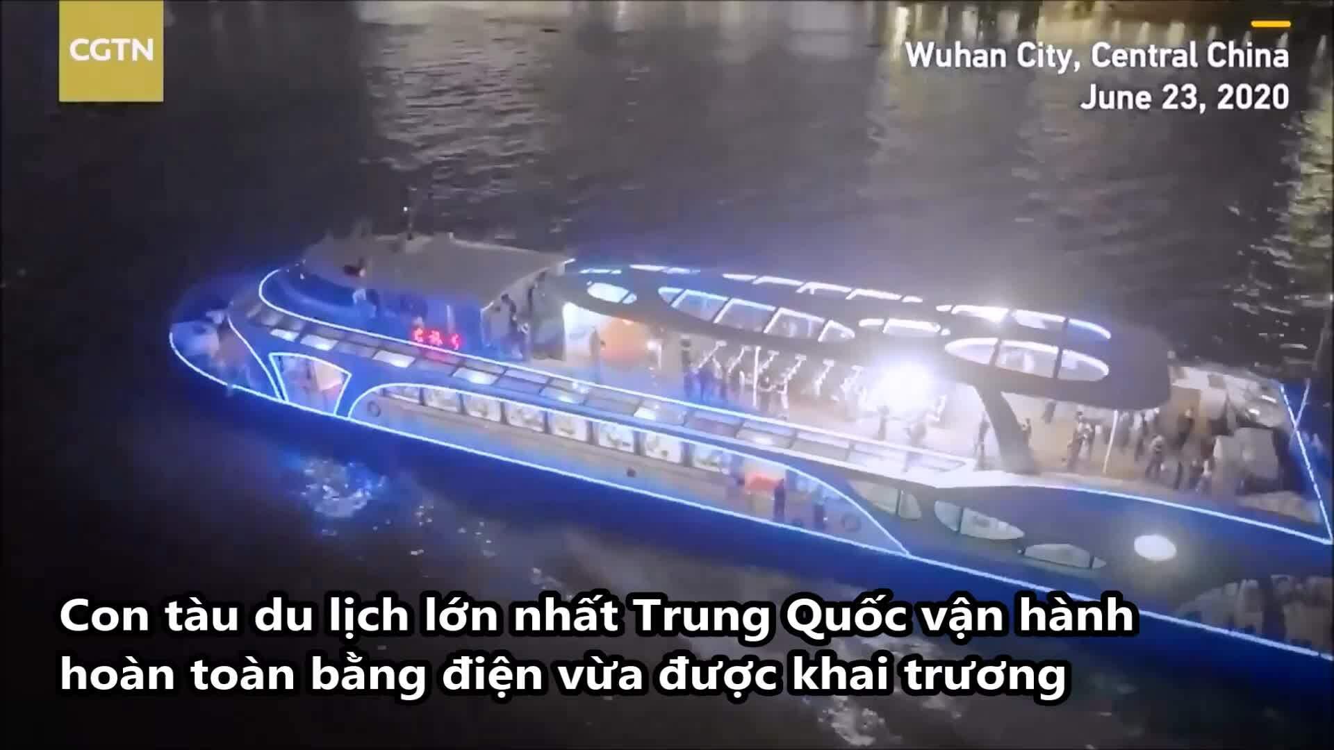 Tàu du lịch sạc pin chạy thử ở Vũ Hán