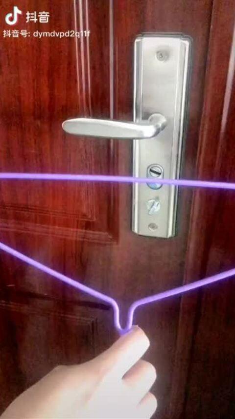 Mẹo khoá cửa khi một mình ở khách sạn