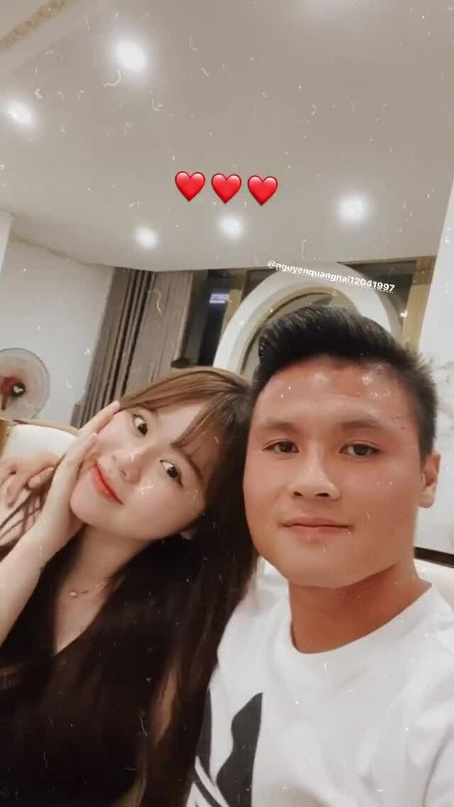 Quang Hải và bạn gái nhí nhảnh ở Đà Nẵng