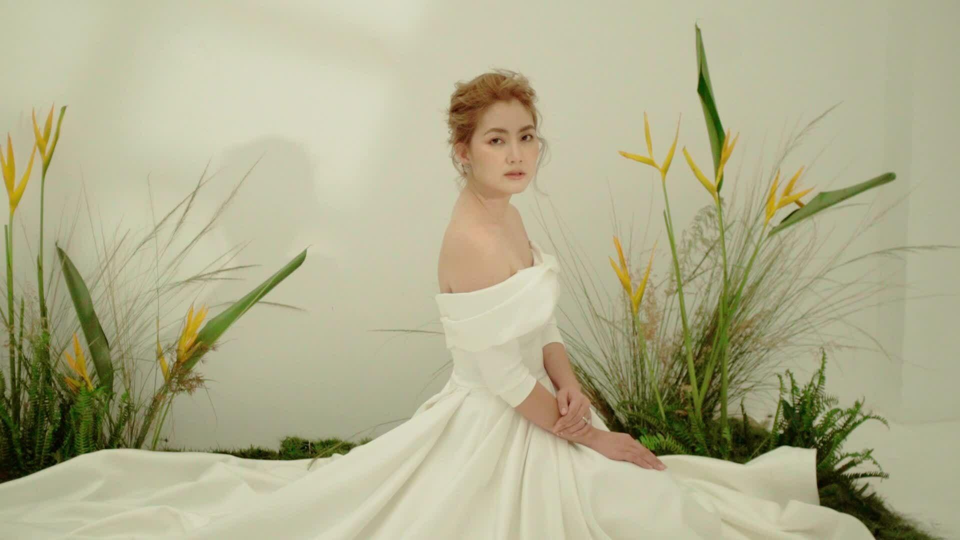Ngọc Lan hóa công chúa khi diện váy cưới