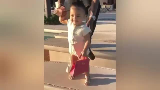 Thời trang sành điệu của con gái Kylie Jenner