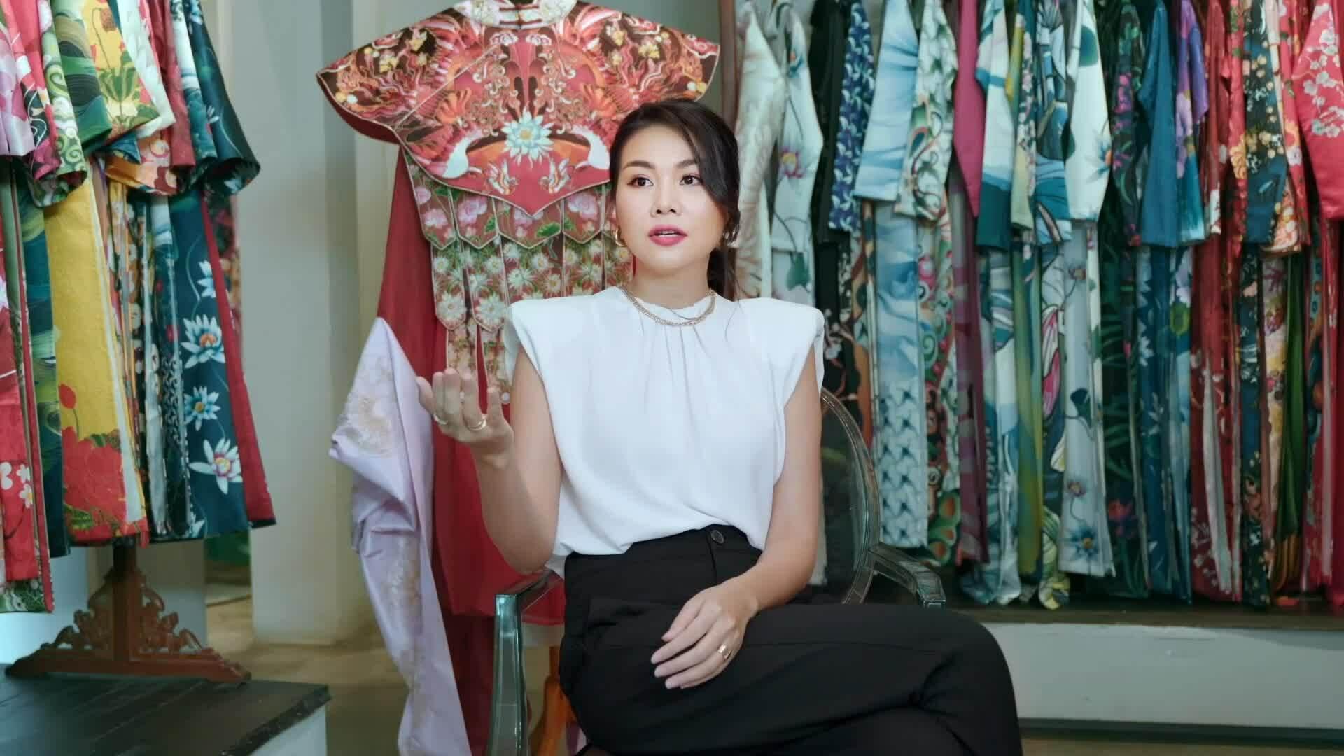 Thanh Hằng mặc phượng bào 9,5 kg